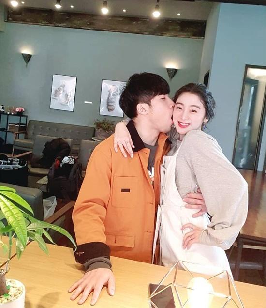 Hye Lim, cựu thành viên Wonder Girls, khiến nhiều người ghen tỵ khi khoe ảnh tình cảm với bạn trai. Nữ idol đang ghi hình show thực tế với mối tình 7 năm là VĐV Taekwondo Shin Min Chul.