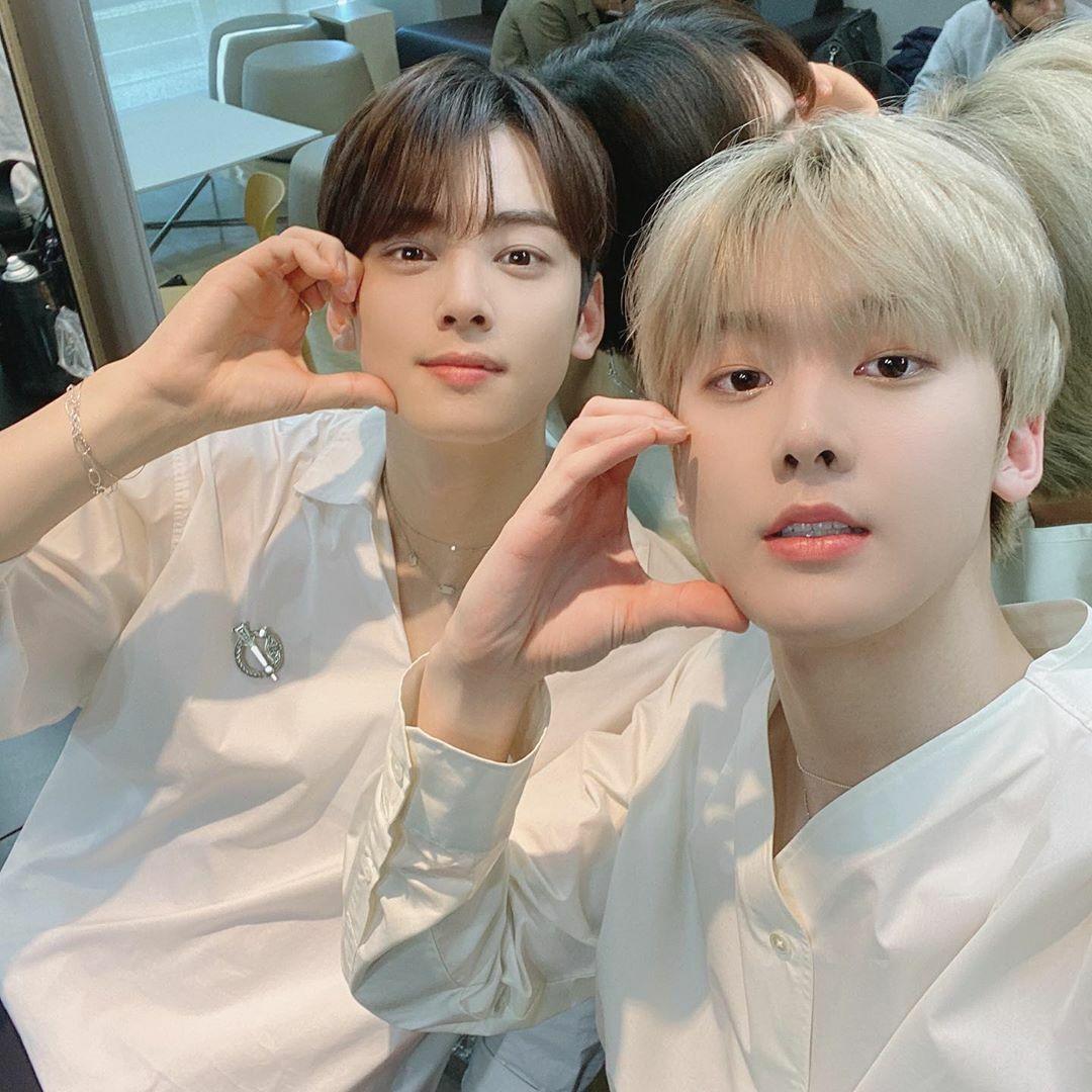 Eun Woo và San Ha của nhóm Astro khoe visual một chín một mười.