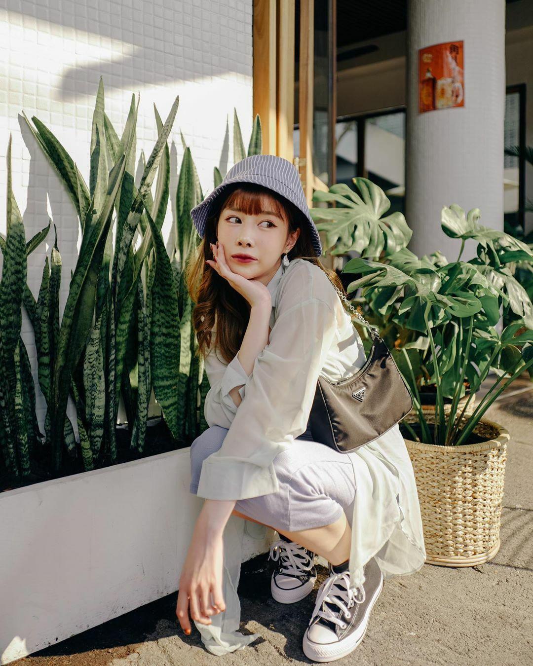 Nàng beauty blogger định hướng theo đuổi style Hàn với những chiêu makeup, làm tóc như các ulzzang hay idol. Phong cách ăn mặc của cô vì thế mà cũng chịu ảnh hưởng lớn từ các cô gái xứ kim chi.