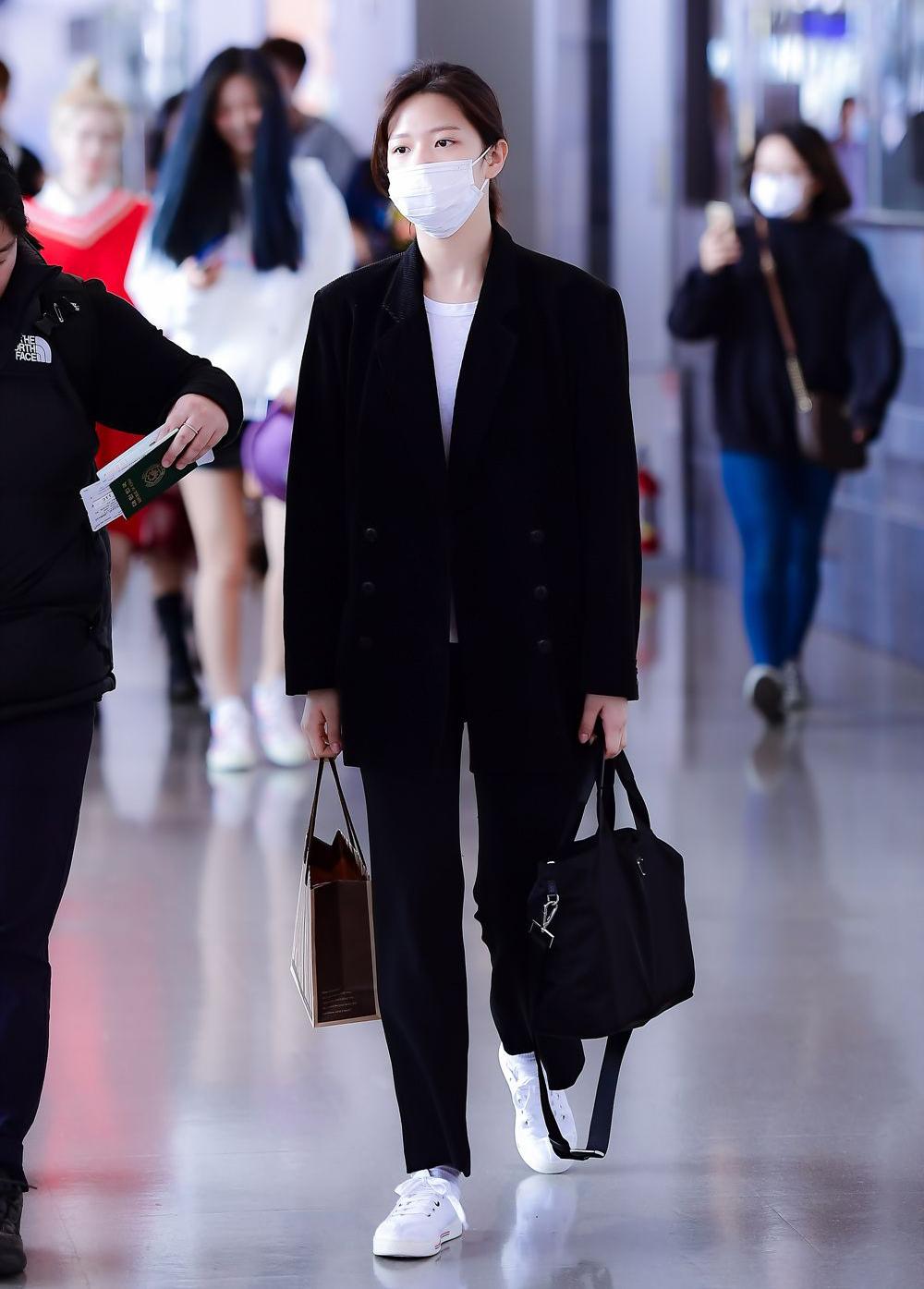 Có thân hình được khen mannequin sống với chiều cao như người mẫu, Jung Yeon chỉ cần mặc đơn giản đã đủ khoe khí chất.