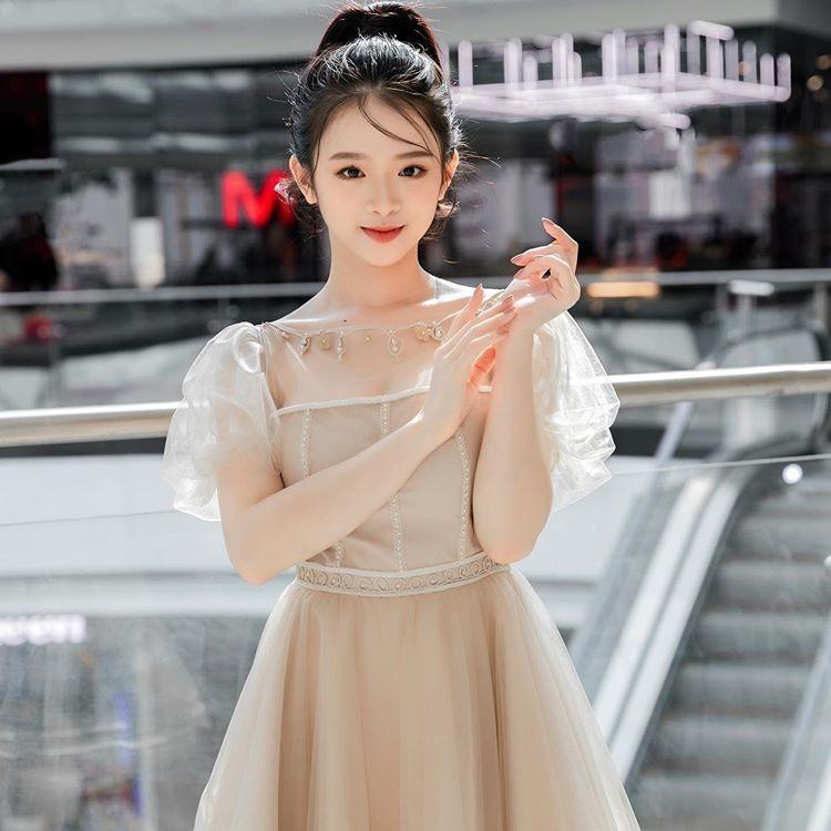 So với lúc mới nổi tiếng, Linh Ka giờ trẻ trung đúng tuổi hơn hẳn.