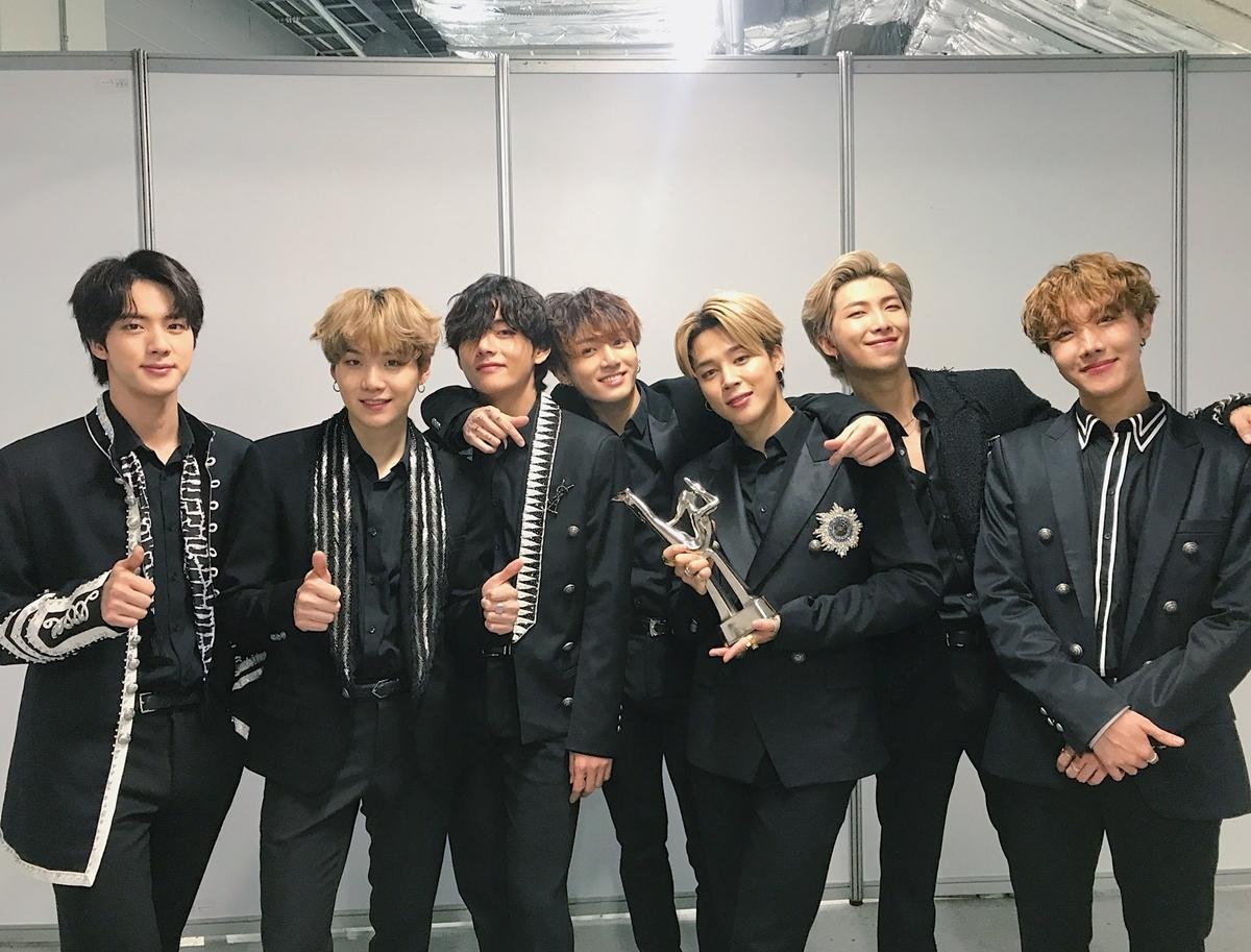 BTS soán ngôi Black Pink trong top40 sao quyền lực nhất Hàn Quốc