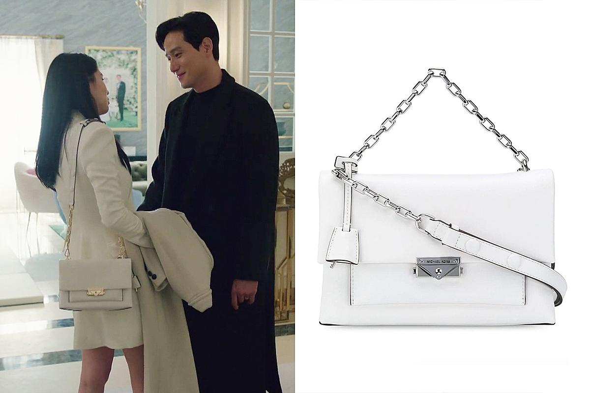 Những mẫu túi xách Michael Kors có giá khoảng hơn 300 USD (7 triệu đồng) được Han So Hee diện nhiều trong phim.