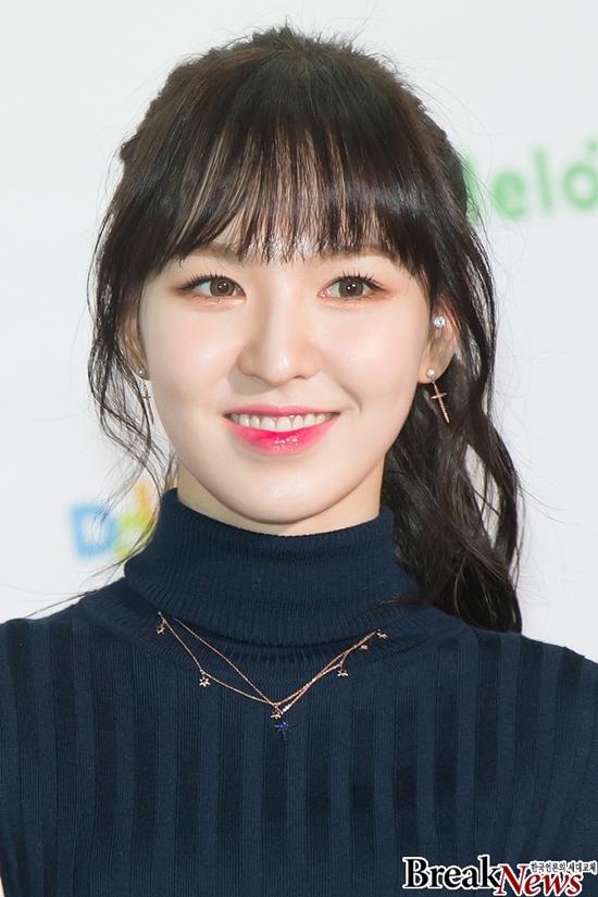 Sau khi tích cực giảm cân và thay đổi kiểu tóc, cách trang điểm, diện mạo của Wendy thăng hạng hơn nhiều. Qua mỗi đợt quảng bá, người hâm mộ lại khám phá thêm một nét cuốn hút của nữ idol.