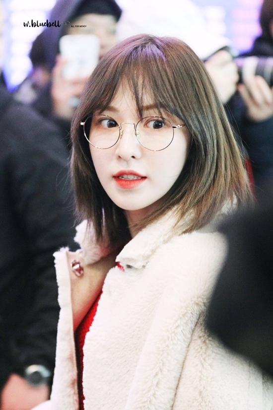 Hồi 2019, Wendy gây sốt với kiểu tóc cắt ngắn ngang vai, tỉa máikhiến gương mặt cô trở nên trẻ trung, đáng yêu và vô cùng cuốn hút.