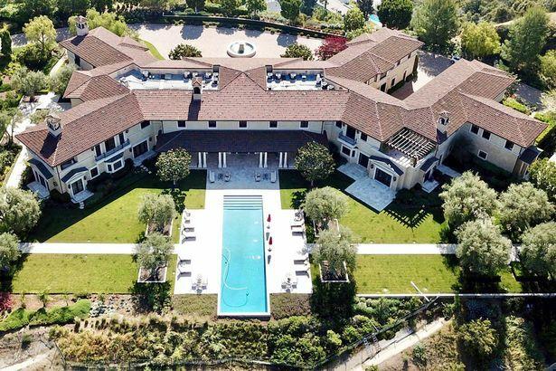 Dinh thự hoành trángnhà Harry - Meghan ở L.A