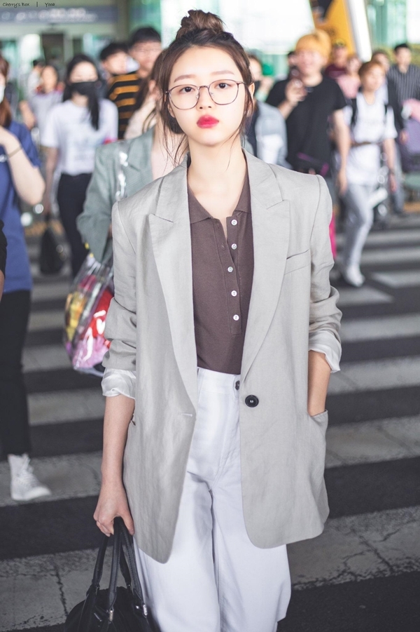 6 nữ idol Kpop sở hữu style đậm cảm hứngthời trang thập niên 90 - 14