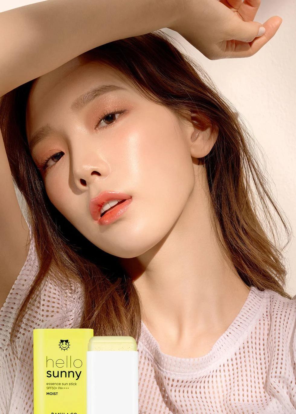Làn da căng bóng soi gương được giúp Tae Yeon luôn rất tươi trẻ và được nhiều thương hiệu mỹ phẩm yêu thích.