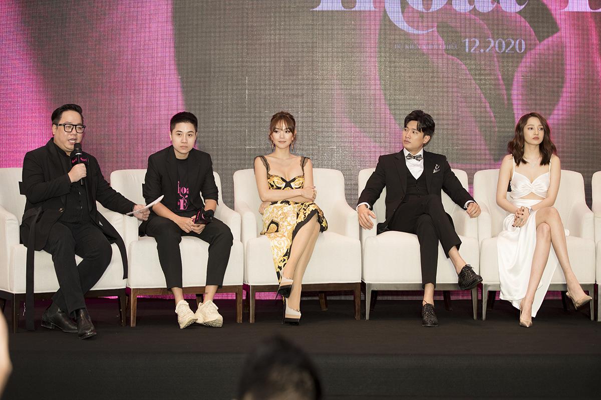Thoát ế do đạo diễn Đinh Hà Uyên Thư đảm nhận, dự kiến ra rạp vào tháng 12/2020.