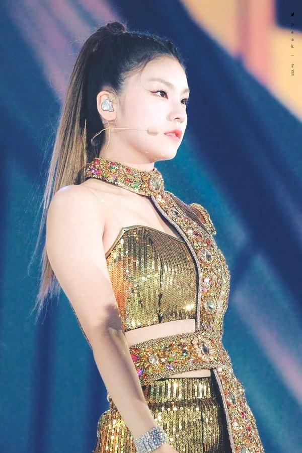 Điểm danh những idol để tóc đuôi ngựa thuộc hàng cực phẩm của Kpop