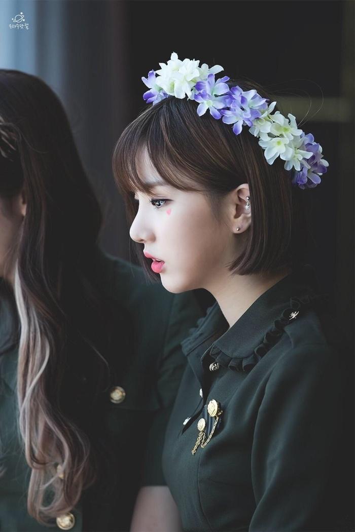 Những idol đội vòng hoa xinh đẹp như nữ thần tái thế - 12