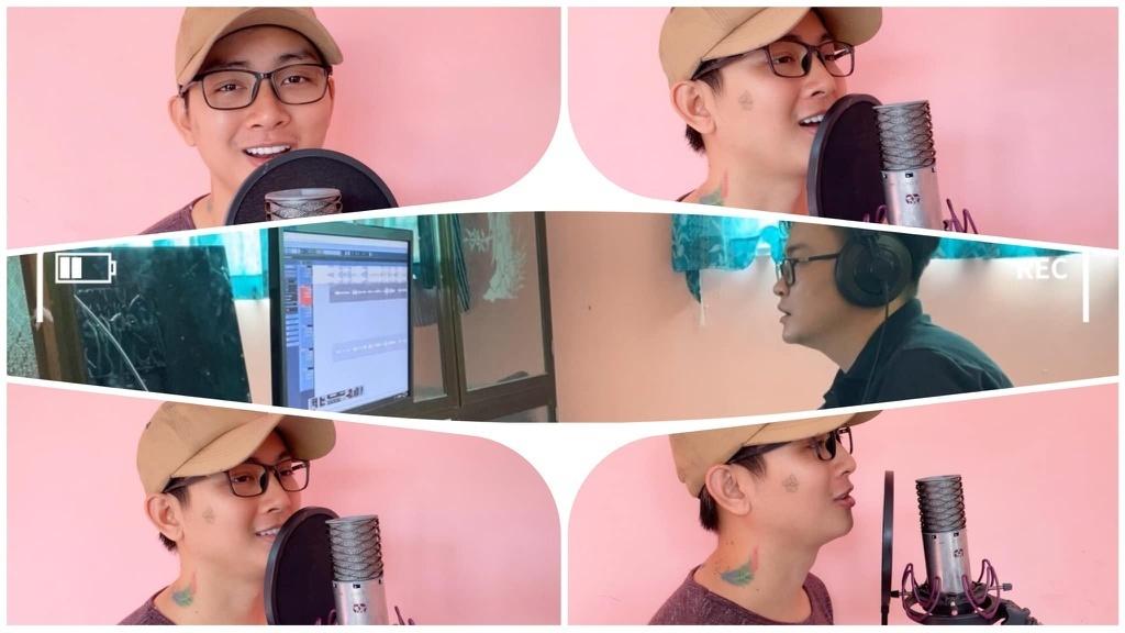 Hoài Lâm thu âm ca khúc Hoa nở không màu ở quê.