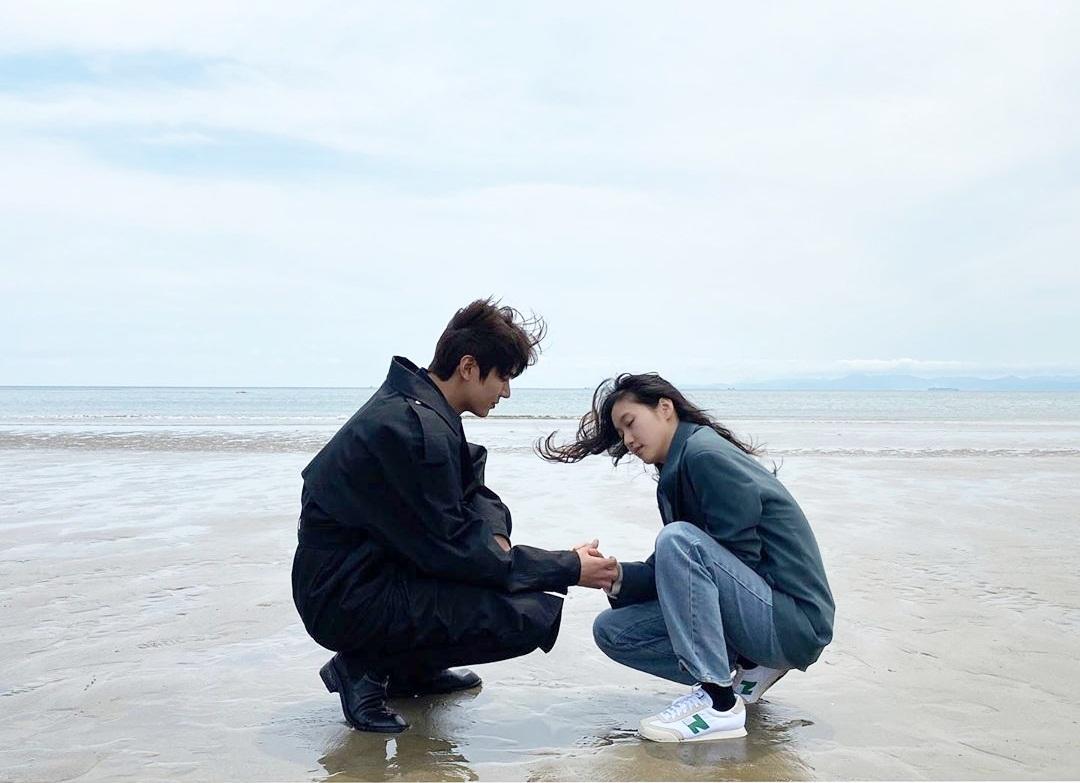 Kim Go Eun chia sẻ khoảnh khắc ngọt ngào cùng Lee Min Ho trong Quân vương bất diệt.