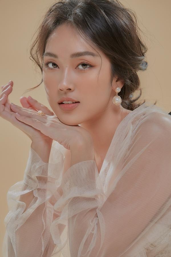 Xuất thân là một MC với hình ảnh trẻ trung kiểu hot girk, Misoa Kim Anh mạnh dạn thay đổi bản thân gần đây. Cô lấn sang nhiều mảng khác như beauty blogger, diễn viên và kinh doanh.