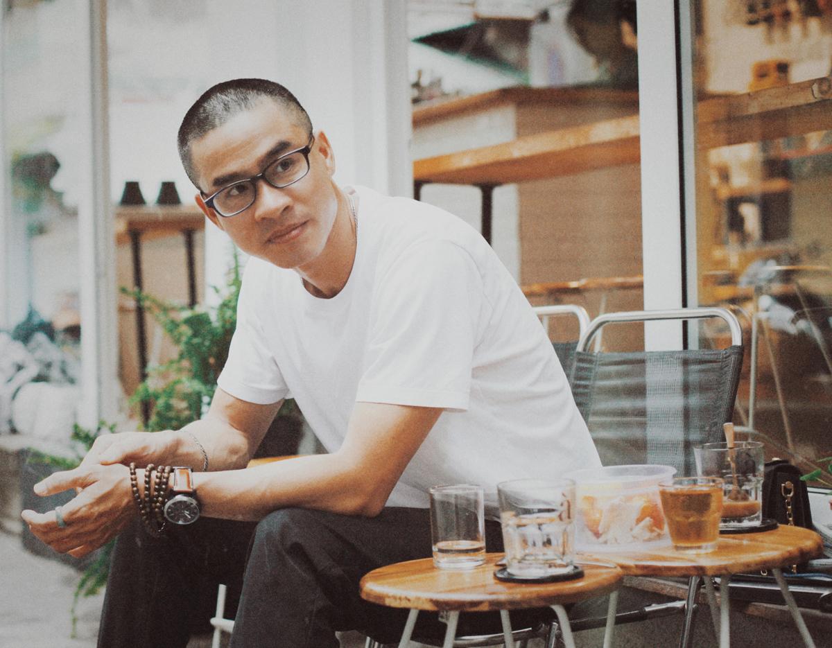 Phong Việt được mệnh danh là nhà thơ ăn khách nhất những năm gần đây. Anh là hiện tượng xuất bản ở Việt Nam khi bán được hàng chục nghìn bản in - điều hiếm thấy đối với thơ Việt Nam trong hàng thập kỷ trước đó.