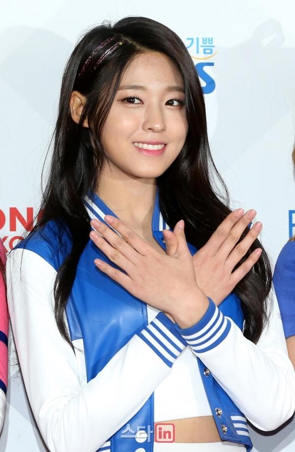 Kiểu lông mày kẻ ngang tôn lên vẻ đẹp hiền lành, dễ gây thiện cảm của Seol Hyun.