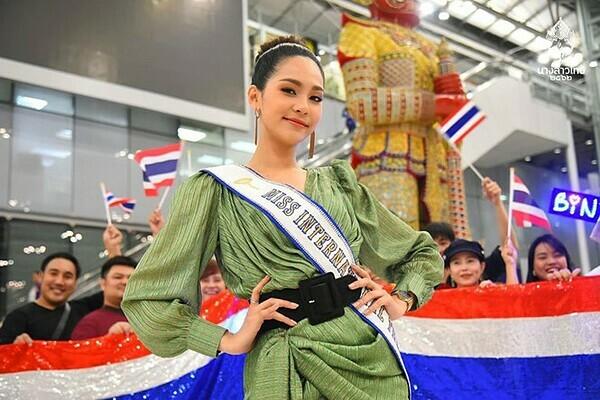 Tân hoa hậu sở hữu nụ cười rạng rỡ. Cô có sở thích đi du lịch, tìm hiểu văn hóa của các quốc gia.