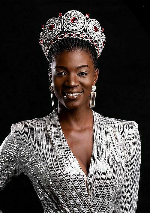 Didia Mukwala, 27 tuổi, là đại diện Zambia tại Miss Universe 2020. Trước đó, cô từng đại diện nước nhà, dự thi Miss Heritage International 2015 tại Ấn Độ và vào top 10 cùng hai giải thưởng phụ là Trang phục dân tộc đẹp nhất và Hình thể quyến rũ nhất. Lợi thế của người đẹp gốc Phi là thân hình cao, mảnh khảnh cùng vẻ ngoài thanh lịch.
