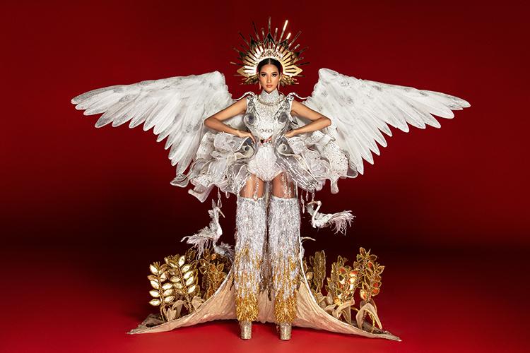 Hoàng Thùy chê cả ba bộ quốc phục ở Miss Universe - 2
