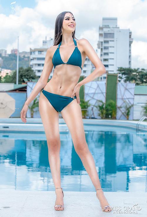 Người đẹp Mexico từ đẹp thành xấu cũng vì chiêu photoshop đánh khối, khiến màu da cơ thể trở nên loang lổ thiếu tự nhiên.