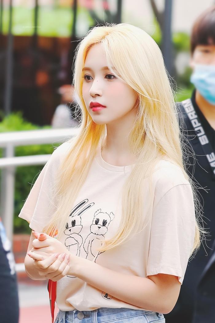 Người hâm mộ đồng ý rằng Mina là một trong những idol hợp với màu tóc vàng nhất Kpop.