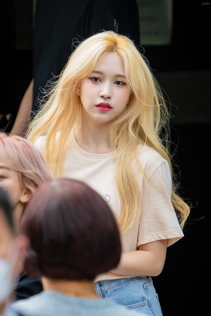 Hình ảnh Mina tóc vàng đang gây viral trên các diễn đàn Kpop.
