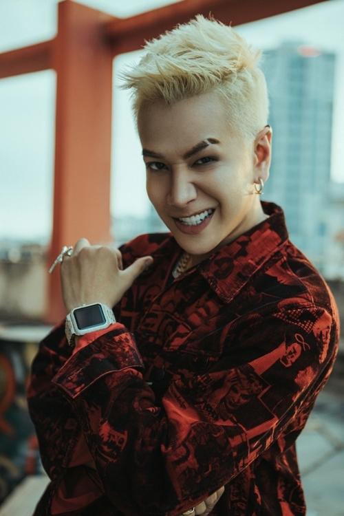 Lou Hoàng cá tính và nổi loạn hơn trong MV Vì em quá cô đơn.