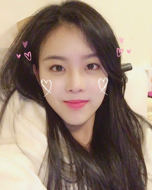 Nhan sắc của Alice gợi nhớ đến UEE (After School) và nữ diễn Park Ji Yoon.