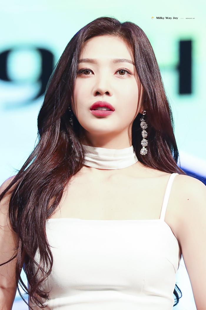 Netizen cho rằng công thức tạo nên hình tượng của Joy là nền tảng sexy tự nhiên+ 5 thìa đáng yêu + 100 thìa tươi tắn.
