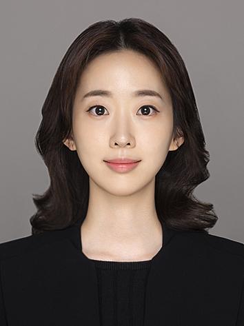 Nữ luật sư được cho là bạn gái tin đồn của Song Joong Ki.
