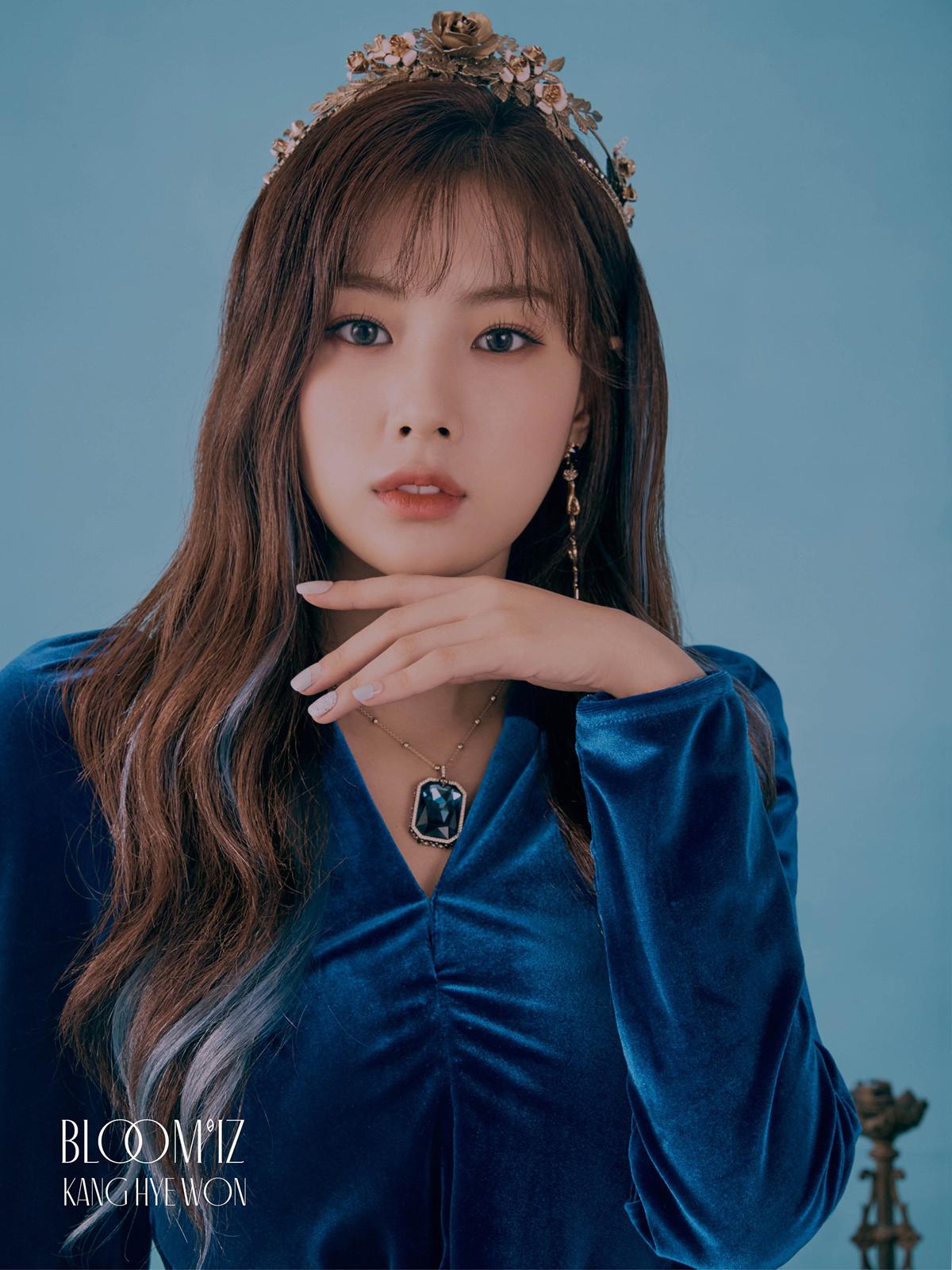 Nhan sắc của Hye Won trở nên đặc sắc và ấn tượng mạnh khi cô nàng từ bỏ hàng mày ngang, để kết duyên cùng lông mày cong. Phải công nhận, gương mặt của Hye Won trở nên sắc nét hơn rất nhiều khi thay đổi dáng lông mày.