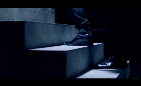 Fan cứng Kpop đoán MV chỉ qua... đôi giày (2) - 1