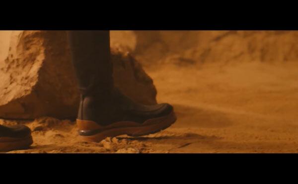 Fan cứng Kpop đoán MV chỉ qua... đôi giày (2) - 3
