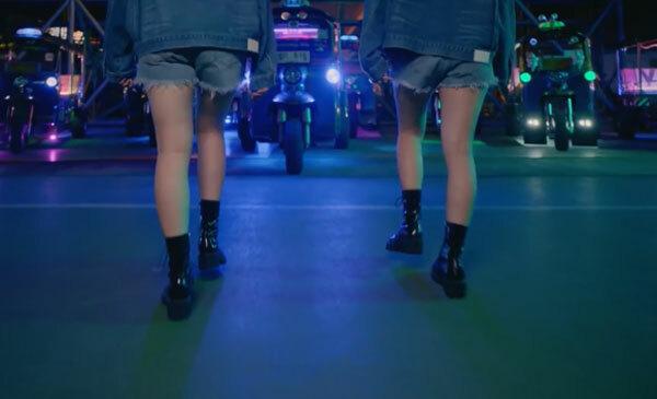 Fan cứng Kpop đoán MV chỉ qua... đôi giày (2) - 15