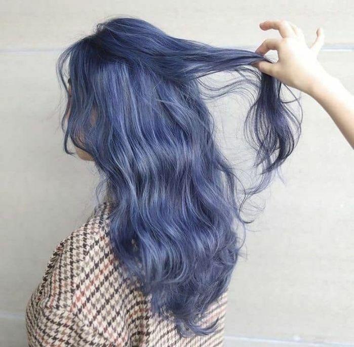 Để có một mái tóc xanh xám tro chuẩn không hề đơn giản.Thợ nhuộm tóc của Black Pink cũng đã xác nhận đây là màu nhuộm thật và phải mất 3 ngày để màu lên chuẩn chỉnh, tuyệt đẹp như thế.