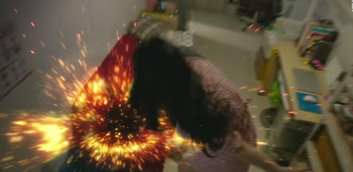 Saet Byul đấm sếp tóe lửa vì dám gọi tên người con gái khác.