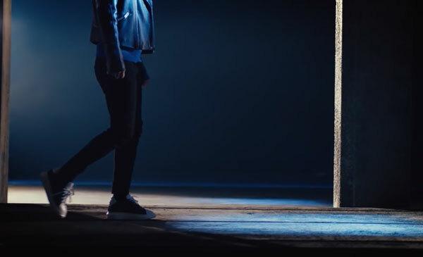 Fan cứng Kpop đoán MV chỉ qua... đôi giày (3) - 7
