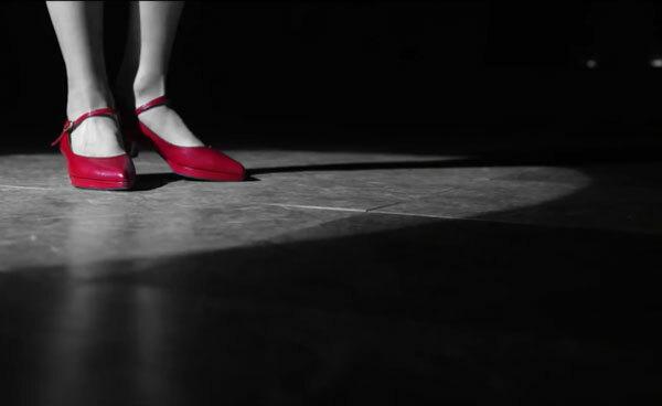 Fan cứng Kpop đoán MV chỉ qua... đôi giày (3) - 11
