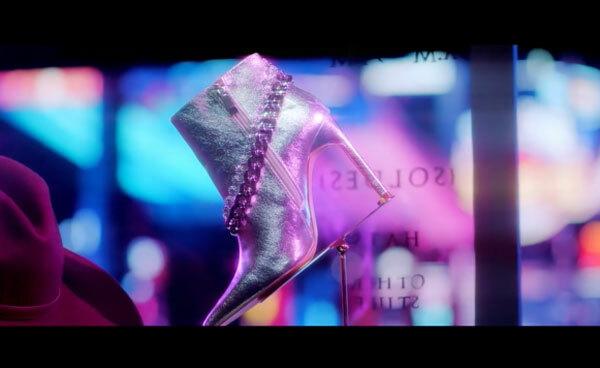 Fan cứng Kpop đoán MV chỉ qua... đôi giày (3) - 15