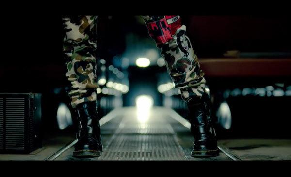 Fan cứng Kpop đoán MV chỉ qua... đôi giày (3) - 17