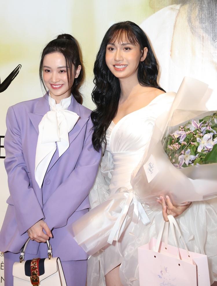 Jun Vũ mặc bộ suit gam tím, xách túi Gucci đến mừng Lynk Lee ra mắt sản phẩm mới.