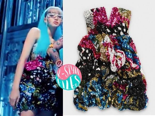 Lisa chất lừ trong bộ váy đính đá rực rỡ của Celine có giá16.563 USD (khoảng 384 triệu đồng).