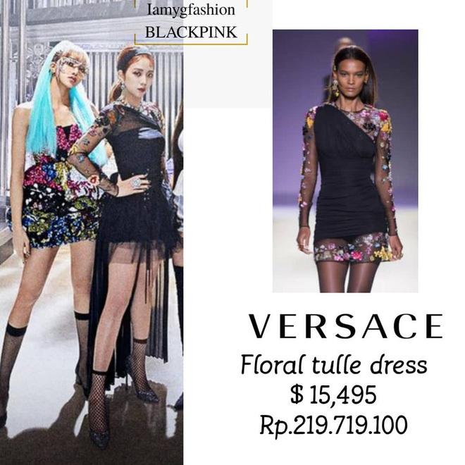 Chiếc váy hoa hiệu Versace mà Ji Soo mặc có giá 15.495 USD (khoảng 395 triệu đồng).