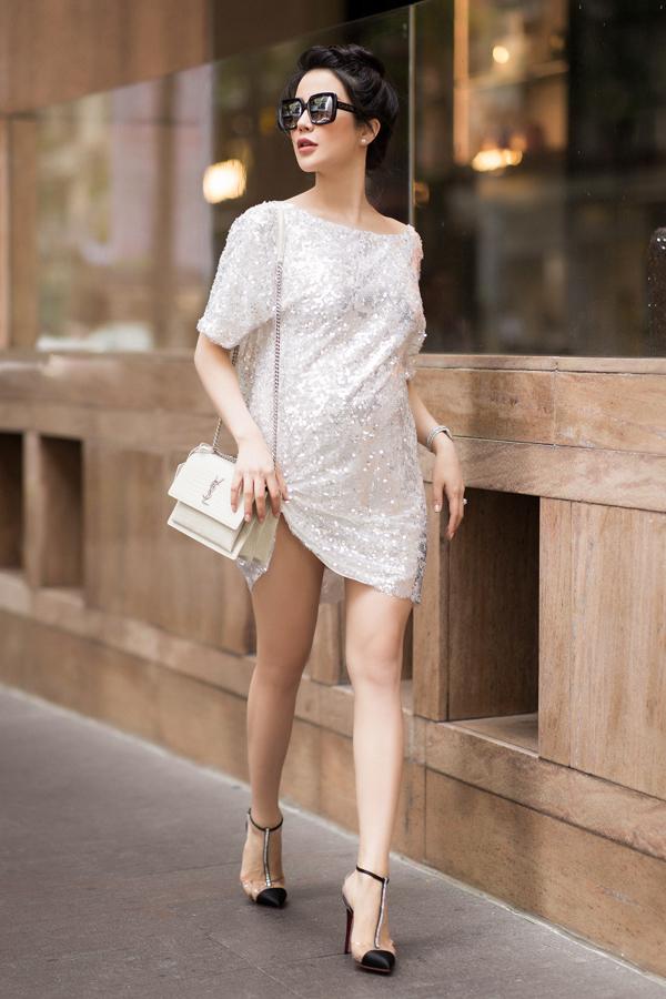 Lúc mang bầu cả em bé đầu tiên và thứ hai, Diệp Lâm Anh giữ phong cách sang chảnh. Người đẹp thường xuyên xuất hiện ở các sự kiện với trang phục sành điệu chẳng kém thuở còn son.