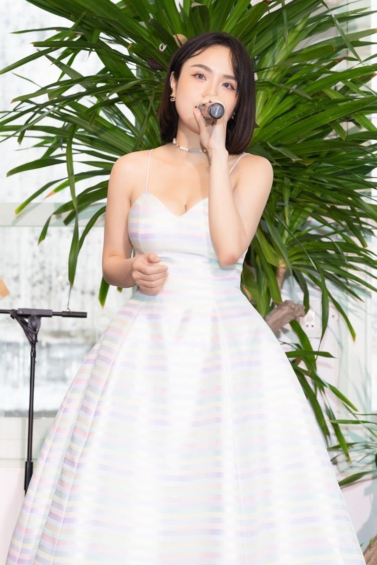 Thái Trinh hát live hai ca khúc Khi giấc mơ về và Để dành tặng mọi người. Cô cho biết sẽ lần lượt ra mắt 7 MV để tiếp cận người xem trên Youtube, đồng thời thực hiện tour diễn quảng bá album tại TP HCM, Đà Lạt và Hà Nội trong tháng 7 và 8.