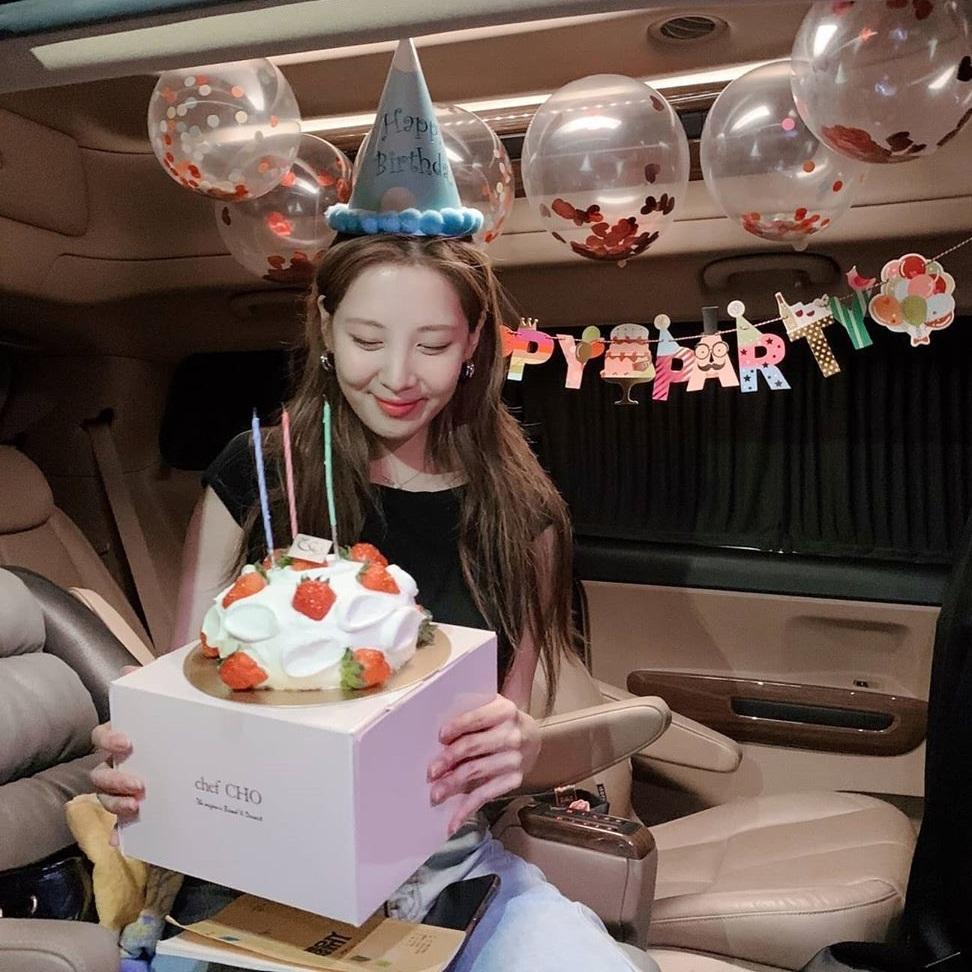 Seo Hyun hạnh phúc đón sinh nhật  29 tuổi.