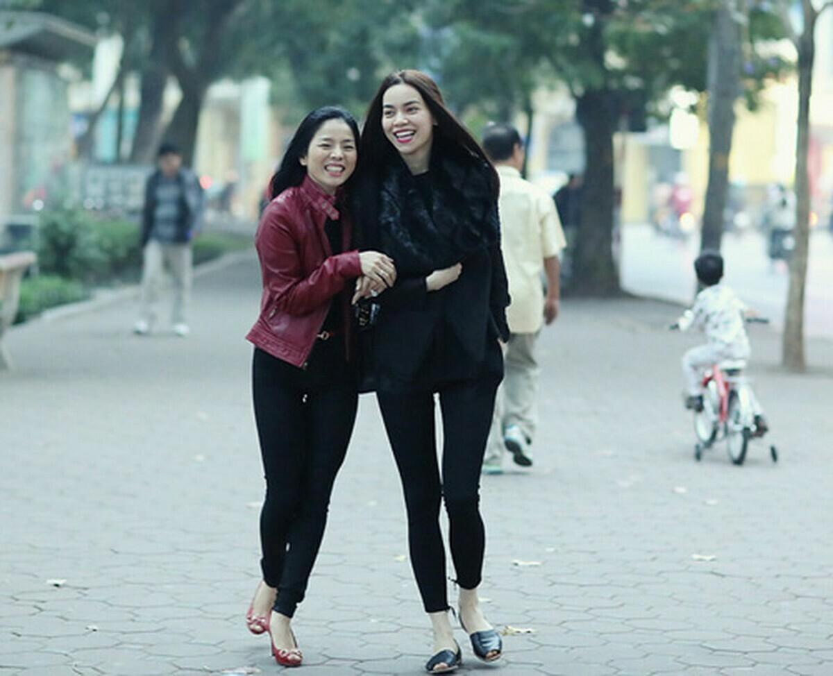 Hồi đầu 2019, Lệ Quyên từng tiết lộ cô và Hà Hồ không thể tiếp tục chơi vì khác quan điểm sống. Cả hai không cãi nhau trước khi nghỉ chơi. Cả hai vẫn sống văn minh, việc ai nấy làm. Nhiều chương trình trong, ngoài nước, cả hai vẫn hát với nhau vì cùng thân thiết với các đối tác chung.