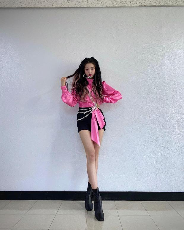 Nữ idol sinh năm 2004 có tỉ lệ cơ thể cực chuẩn.