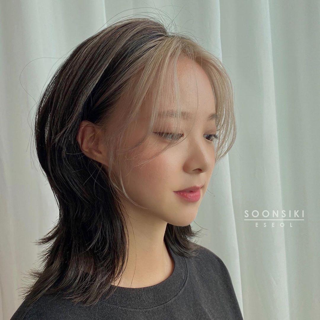 Từ các nàng tóc ngắn đến tóc dài đều muốn thử nghiệm cách nhuộm tóc mái giúp gương mặt thêm sáng sủa, hiện đại mà không cần phải kỳ công như tẩy tóc cả đầu.