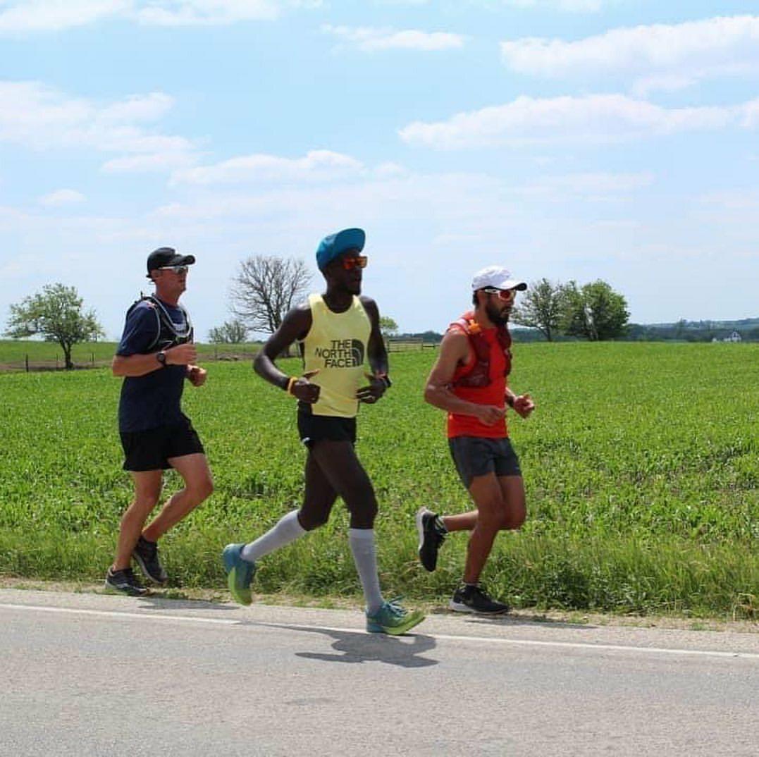 Hành trình chạy của Woltering có hai người hỗ trợ.
